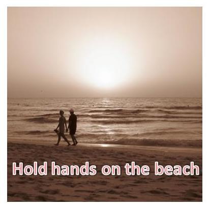 Hold hands on the beach~